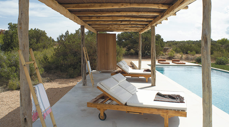 Catalina House-interiorismo Casa Es Cap Daisi. Decoración zona piscina, exteriores