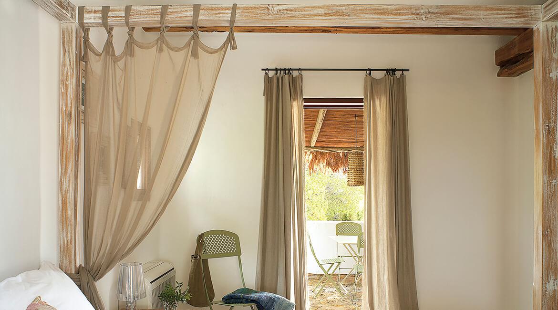 Catalina House-interiorismo Casa Es Cap Daisi. Dormitorio cama dosel