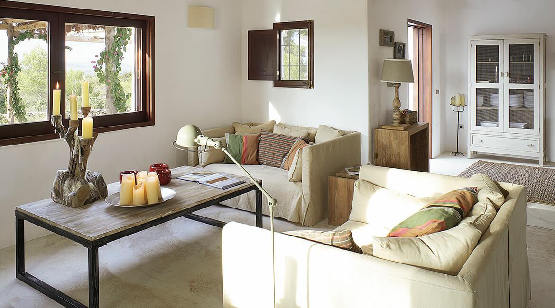 Catalina House-interiorismo Casa Es Cap Daisi. Salón rústico moderno