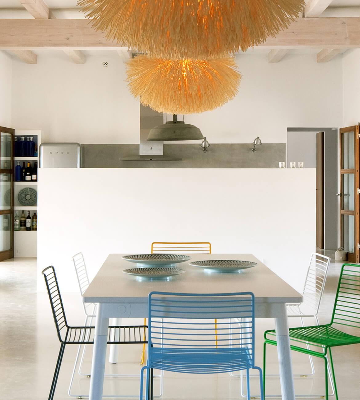 proyecto de interiorísmo Catalina House para casa Pep Lluqui. Comedor lámpara rafia