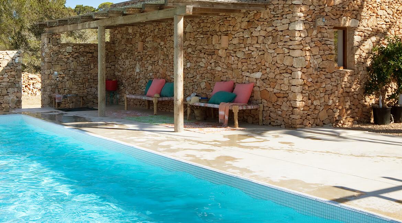 proyecto de interiorísmo Catalina House para casa Pep Lluqui. Exterior zona piscina