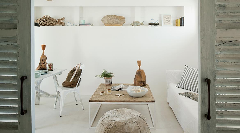 Catalina House interiorismo Casa Ses Roques Vilaro. Salón mesa auxiliar