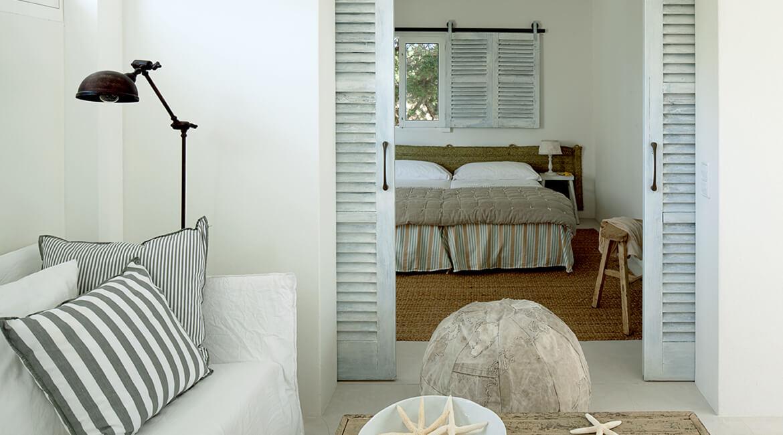 Catalina House interiorismo Casa Ses Roques Vilaro. Salón y dormitorio