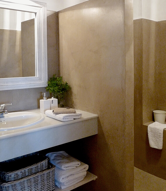 baño, detalle microcemento, proyecto de interiorísmo Catalina House para apartamento puerto Fuensanta