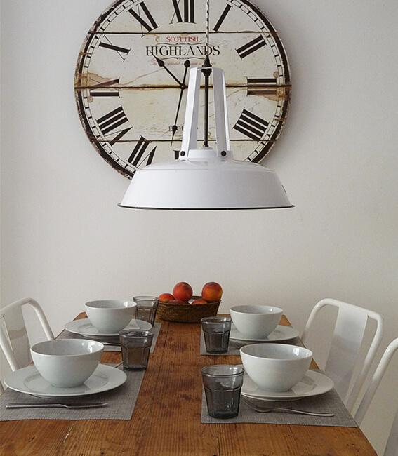 comedor decoración lámpara vintage proyecto de interiorísmo Catalina House para apartamento puerto Fuensanta