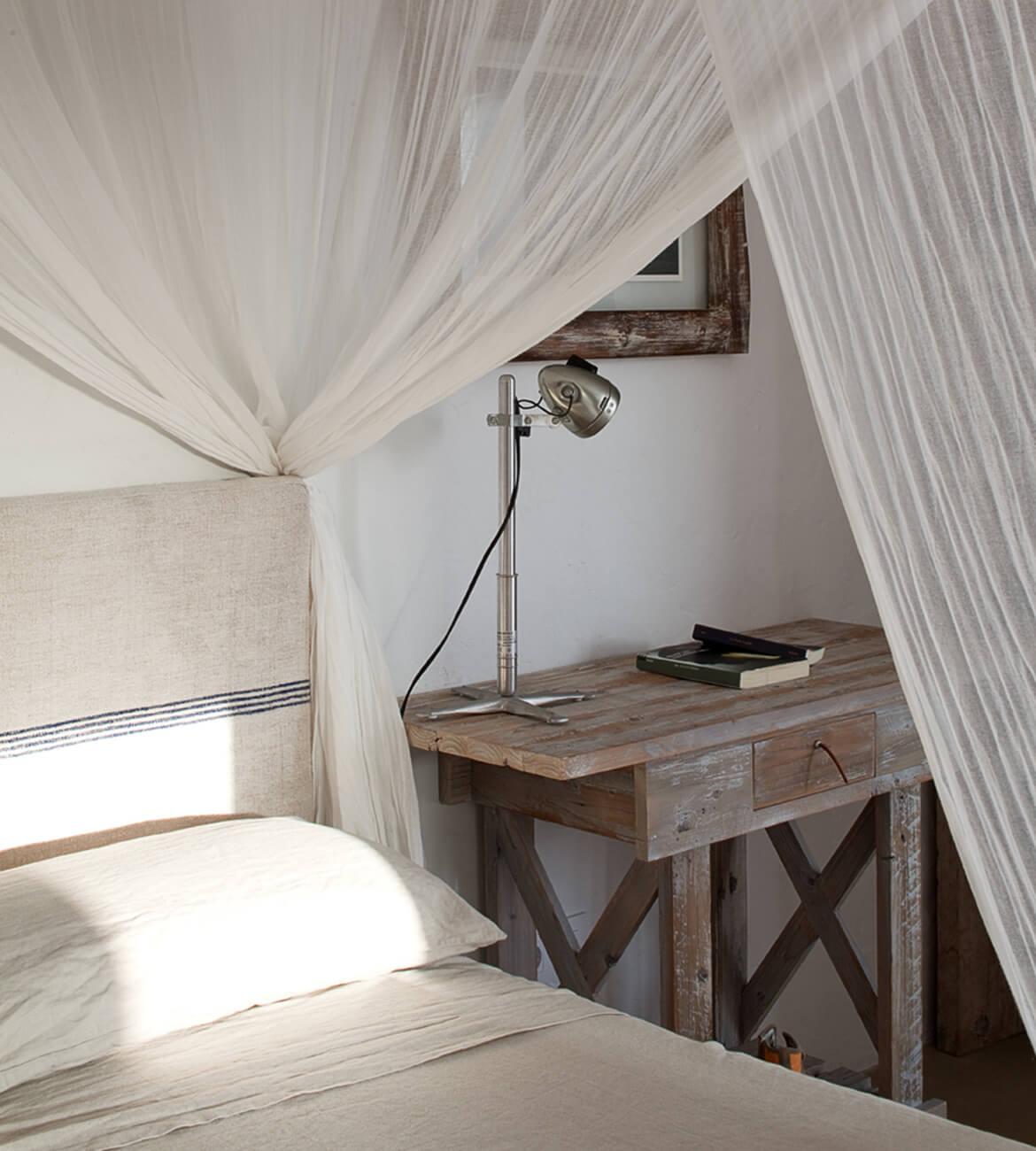 dormitorio dosel proyecto interiorísmo Catalina House Casa La Mola Ruco