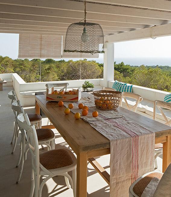 comedor exterior porche interiorísmo casa la mola formentera