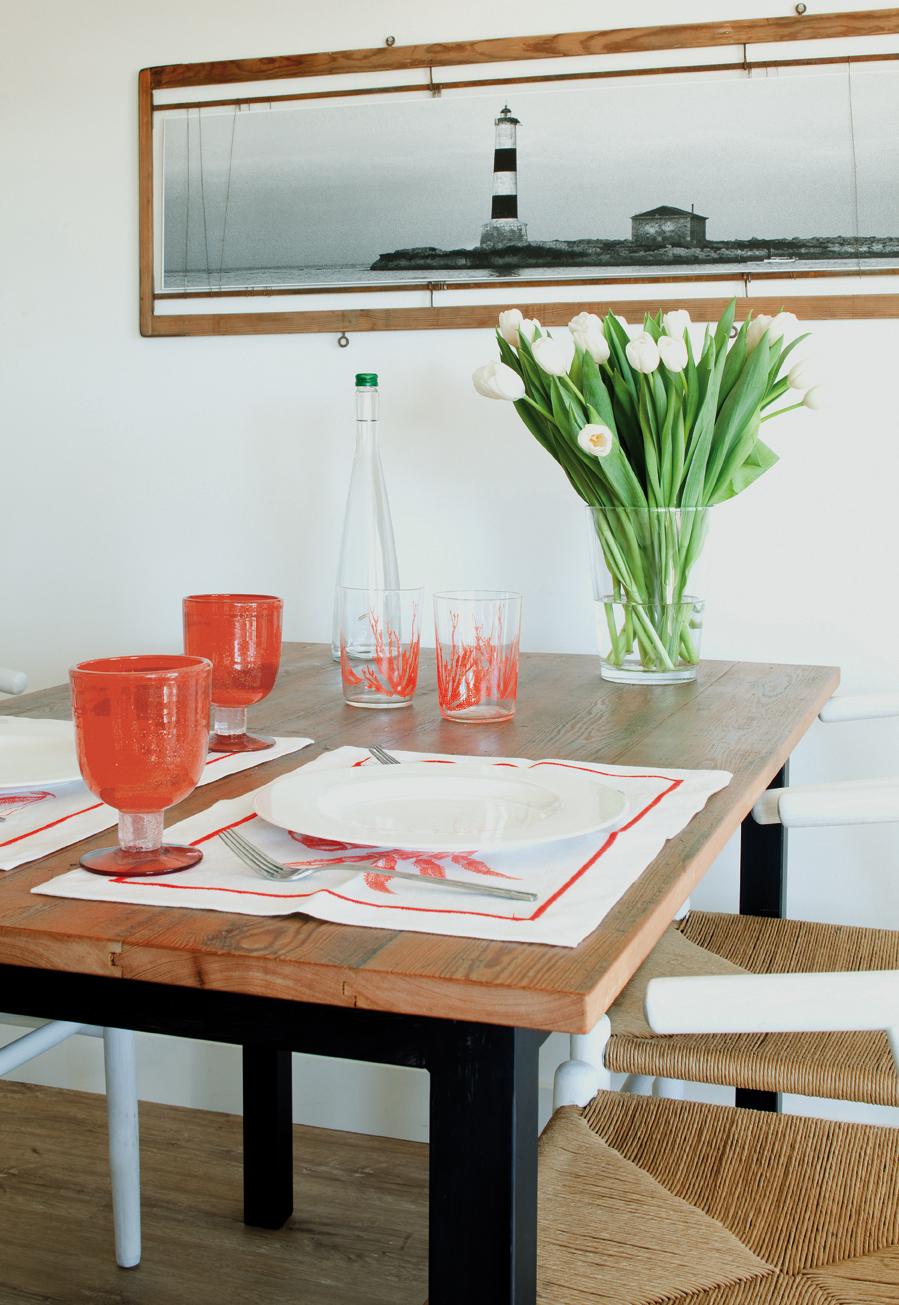 Vista de detalle de la mesa de comedor.