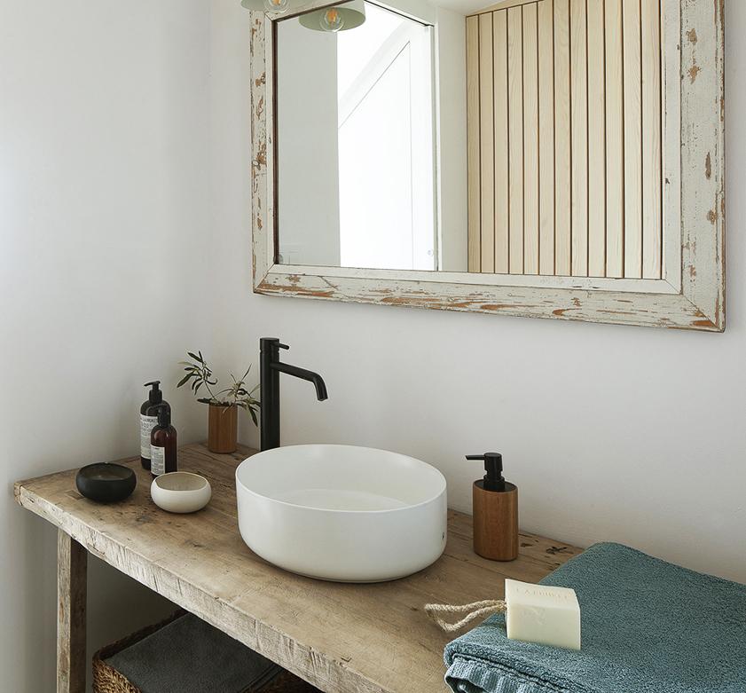 Vista del baño de la planta inferior.